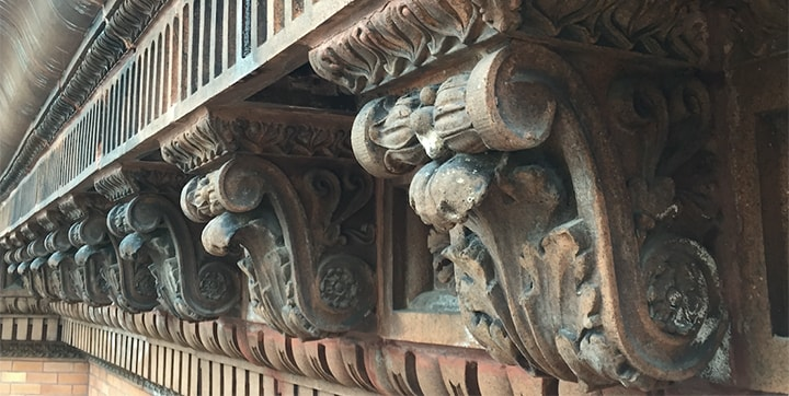A Beaux Arts terra cotta watertable detail running along the east elevation of a Gold Coast apartment building.